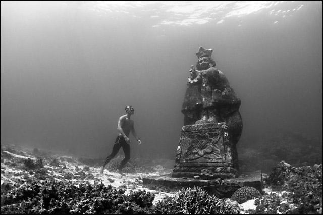voda-podvodno-grotlo-na-filipinima