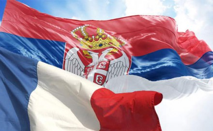 srbija i francuska zastave
