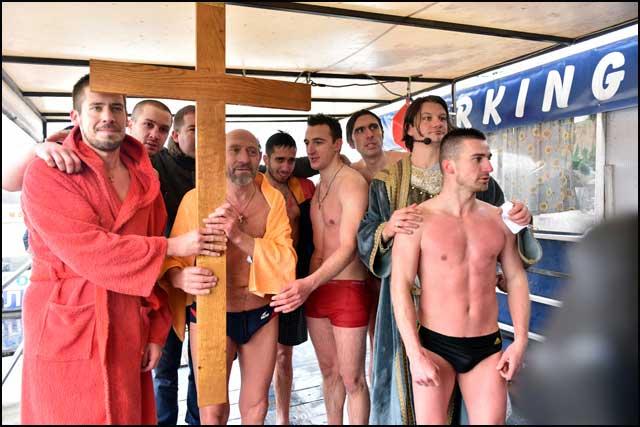 plivanje-za-krst-18-1-2016-4