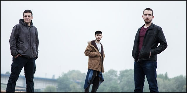 Sastav The Cockblockers započeo je koncertnu promociju svog debitantskog albuma ''Free Your Mind'' u izdanju Metropolis Music. Nakon ispunjenih prostora u Beogradu, Šapcu i Kragujevcu, ovog vikenda dolaze u Gornji Milanovac i Čačak. U petak 20. oktobra nastupaju u klubu Ljubitelj (Gornji Milanovac), dok u subotu 21. oktobra sviraju u MC Mančula (Čačak). Preporučujemo vam da posetite neki od nastupa ovog mladog perspektivnog benda, koji sa razlogom nosi epitet vrhunske koncertne atrakcije! linkovi: oficijalni website: http://www.thecockblockersband.com/ facebook stranica: https://www.facebook.com/TheCockblockers/ aktuelni singl: The Cockblockers - Calling My Name