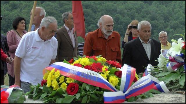 Slobo-i-Bato-polazzu-venac-na-Sutjesci-3